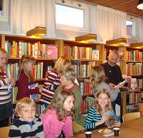Petrus Dahlin träffar bokklubbsmedlemmarna